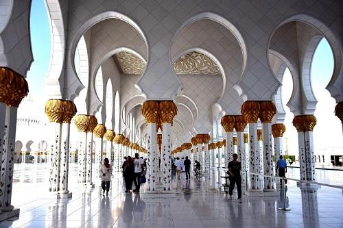 Dubai e la vicina Abu Dhabi - Journeydraft - Adu Dhabi Sheikh Zayed Grand Mosque