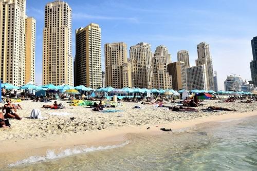 Dubai, cosa vedere e cosa fare - dune surfing - Journeydraft - Dubai JBR Beach