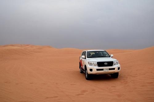 Dubai, cosa vedere e cosa fare - dune surfing - Journeydraft - Dubai Desert Safari